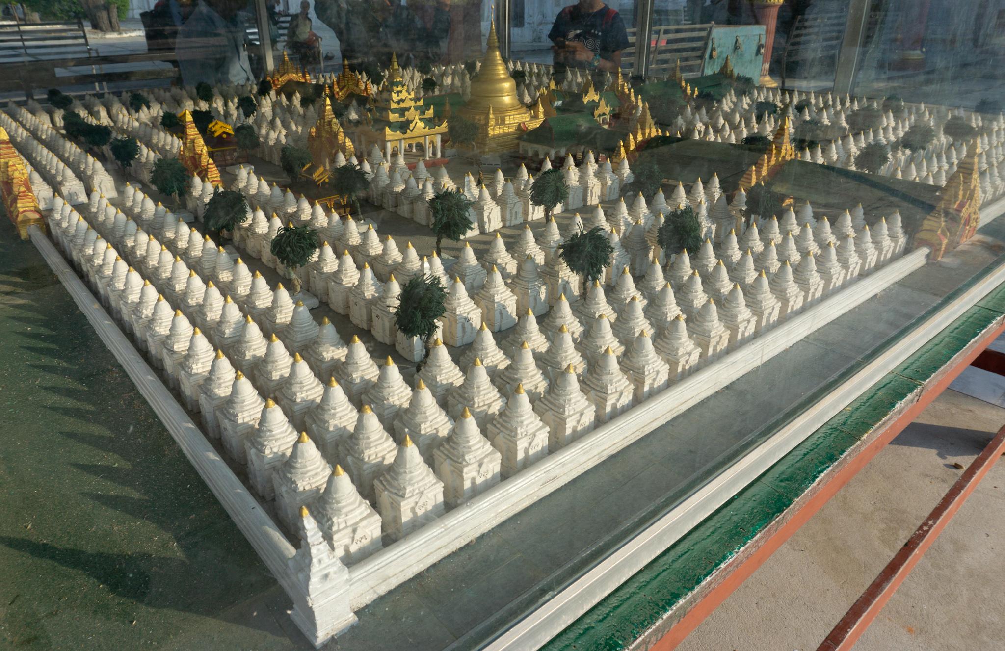 Das größte Buch der Welt in Mandalay