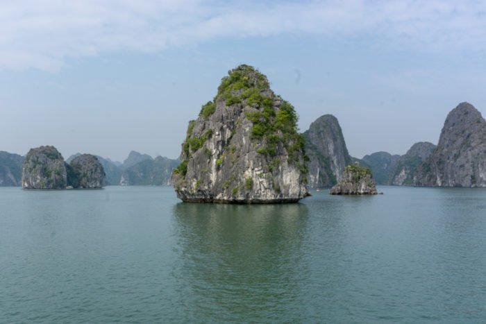 Kaltsteinfelsen in der Halong Bucht