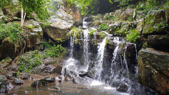 Wasserfall im Botanic Garden in Phong Nha