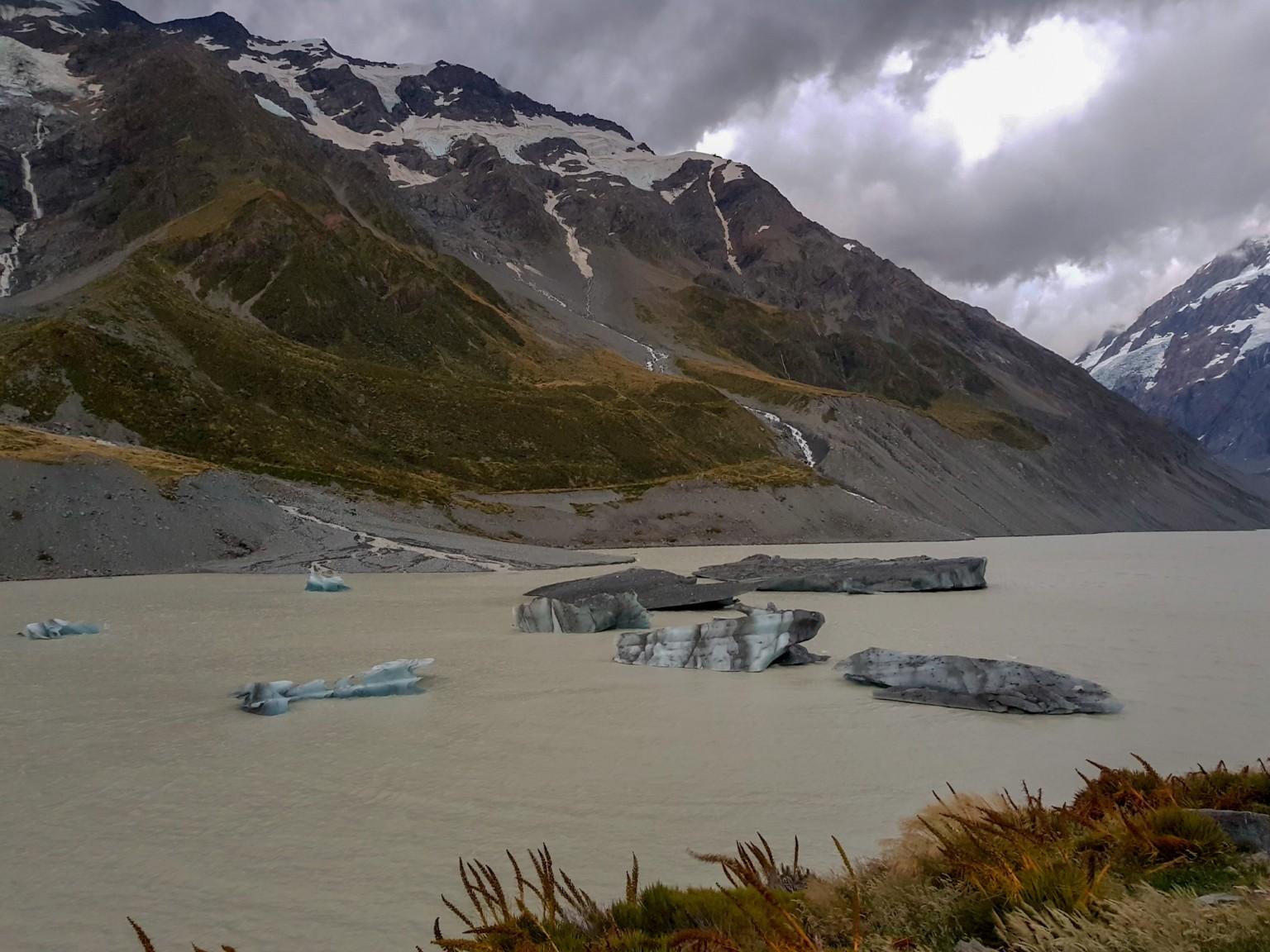 Hooker Lake mit Eisschollen